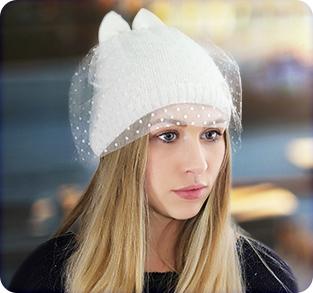 Трикотажная шапочка с ушками и вуалью