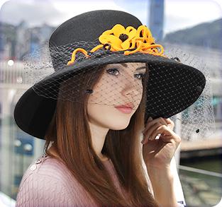 Фетровая шляпа с большими полями с вуалью