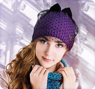 Трикотажная шапка с вуалью