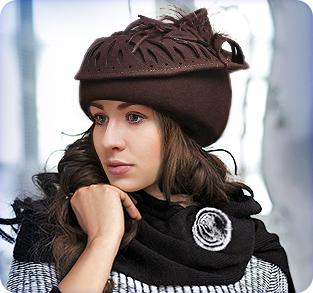 Фетровая шляпа с вуалью