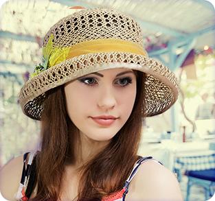 Соломенная шляпа ажурного плетения