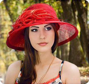Широкополая шляпа из синамей