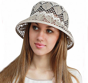 Женские льняные шапки